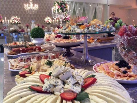 Eventos Sociais: Casamentos, 15 Anos, Bodas, Aniversários, Recepções em sua residência, etc. - Confraria D'ella Vitória Buffet Campinas SP - 48